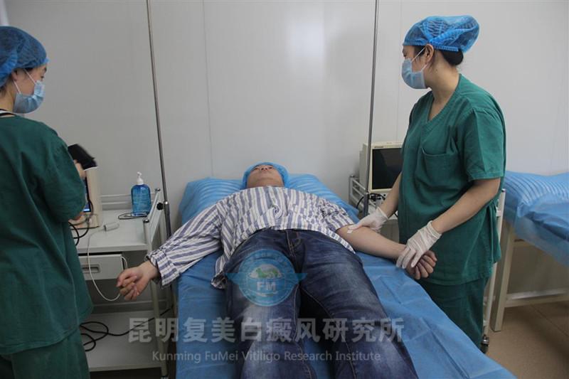 8、输血完成后,拔出针管,完成治疗_.jpg
